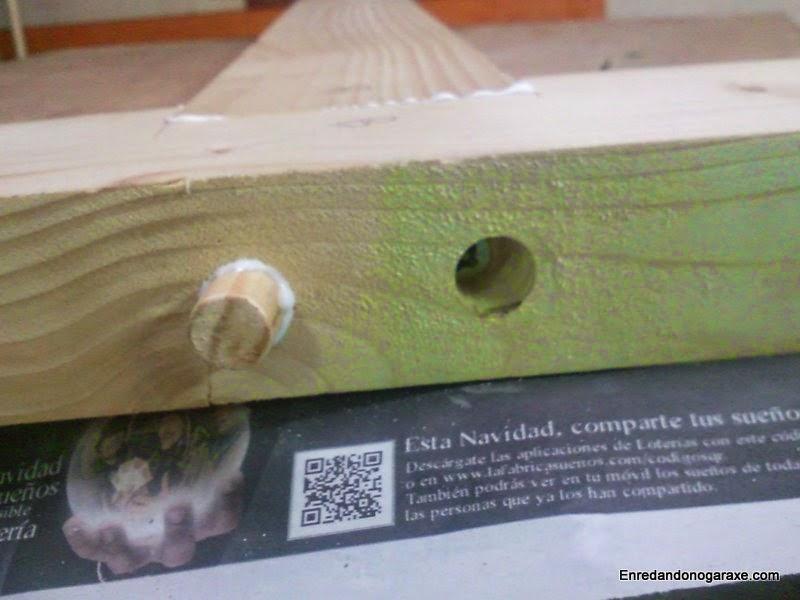 Unión de madera con cola y tonillos ocultos con espigas. Enredandonogaraxe.com