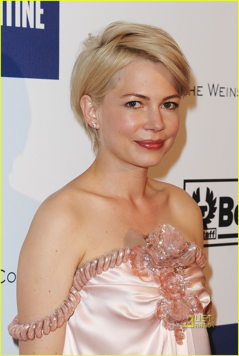 Celebrity Michelle Williams Short Hairstyle Picture