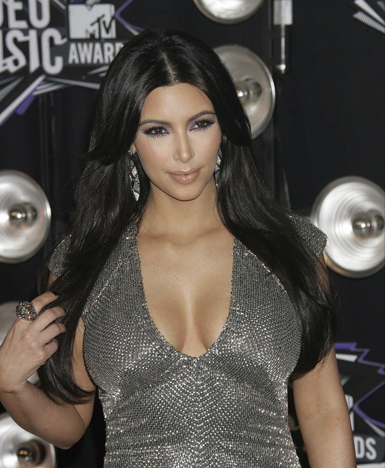 http://2.bp.blogspot.com/-3b4OU0CrfsA/TqQBYd26U1I/AAAAAAAAFTY/Mc_Re76iCwE/s1600/Kim-Kardashian-65.jpg