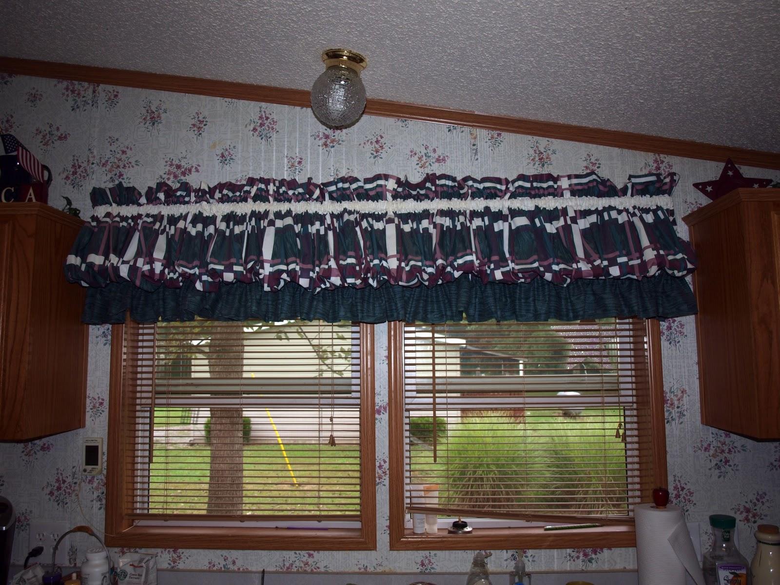 /AAAAAAAABC8/BMiXpWU89k/s1600/Kitchen+Curtains+001_picnik.