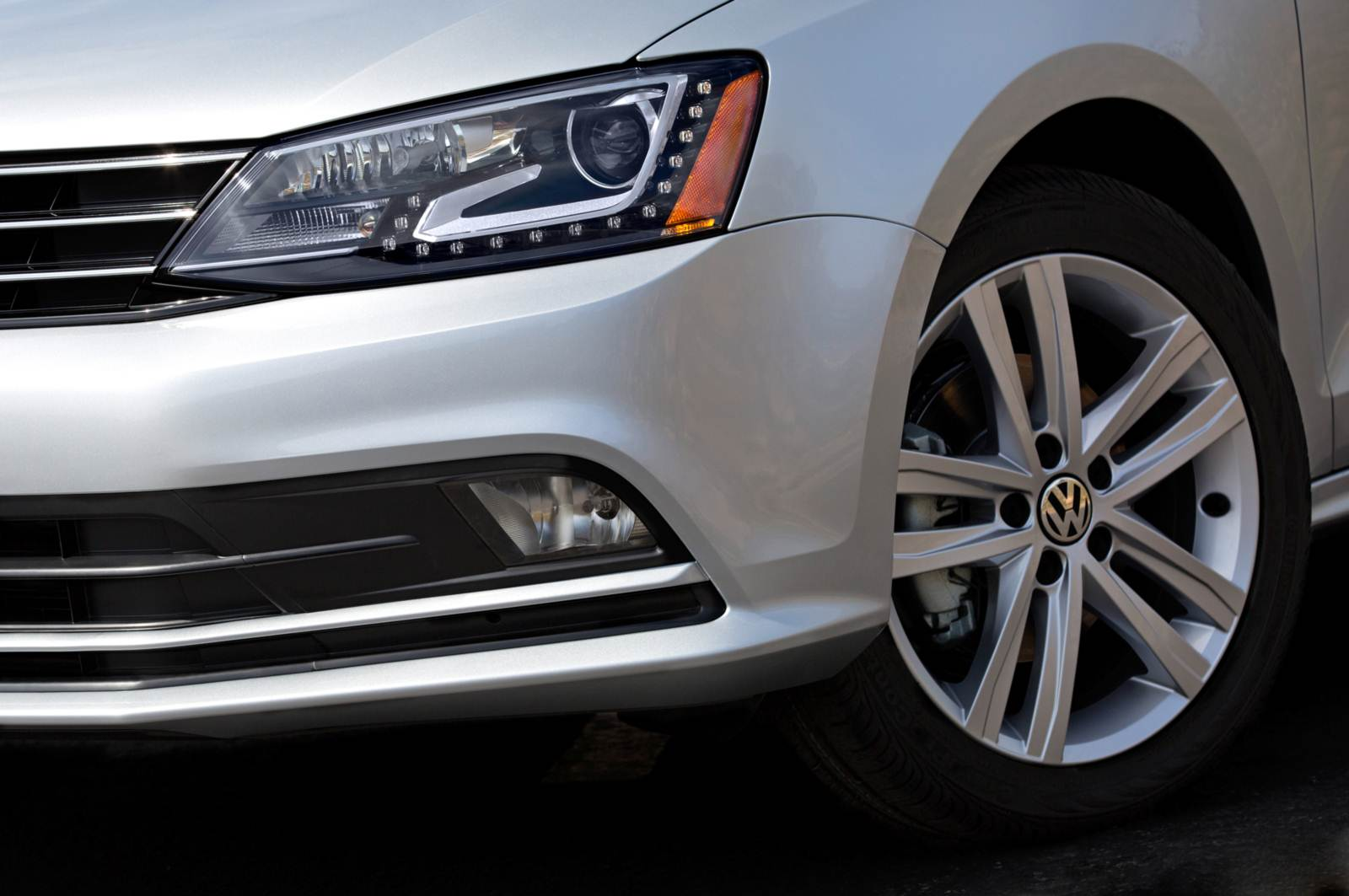 Novo Volkswagen Jetta 2015 - novos faróis de LED