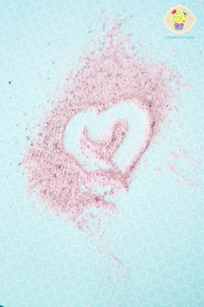 różowy cukier puder