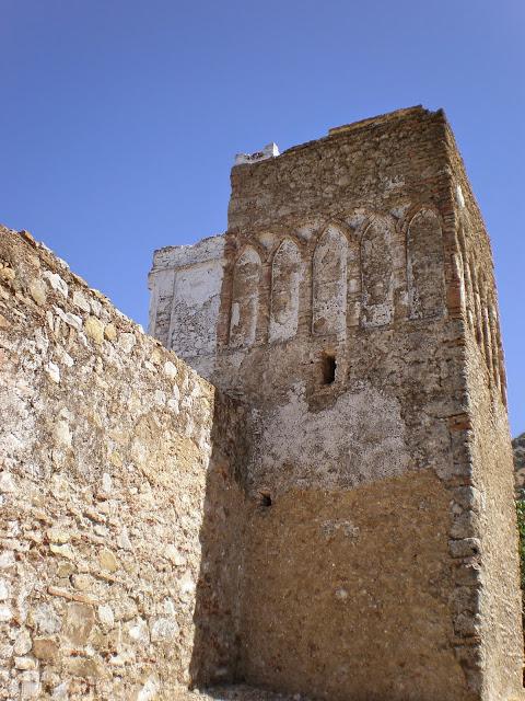 Mezquita en ruinas construida por españoles