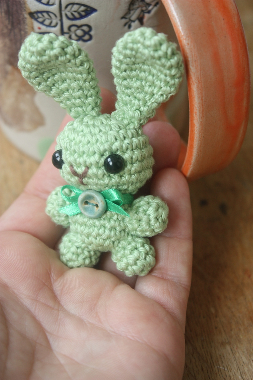 Free Crochet Patterns Of Bunnies : HAPPYAMIGURUMI: Amigurumi Bunny Brooch Pattern and a free ...