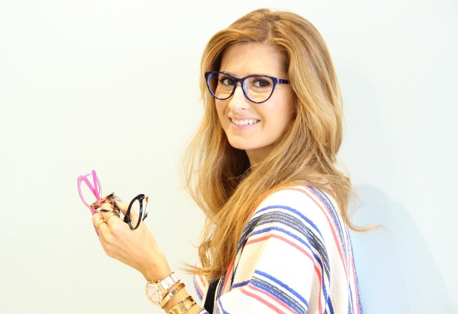 Gafas con montura. A trendy life con gafas de ver