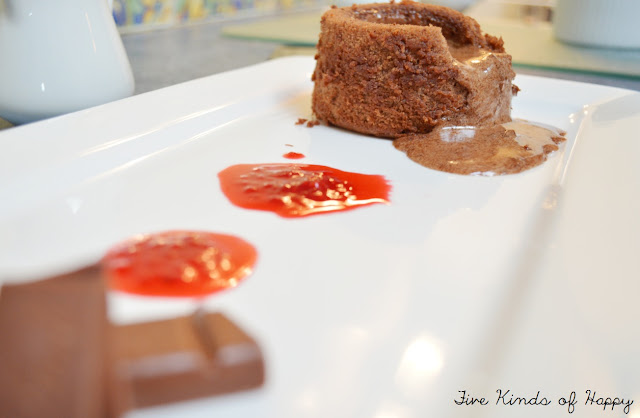 Moellexus au Chocolat with raspberry coulis recipe, from Five kinds of Happy blog