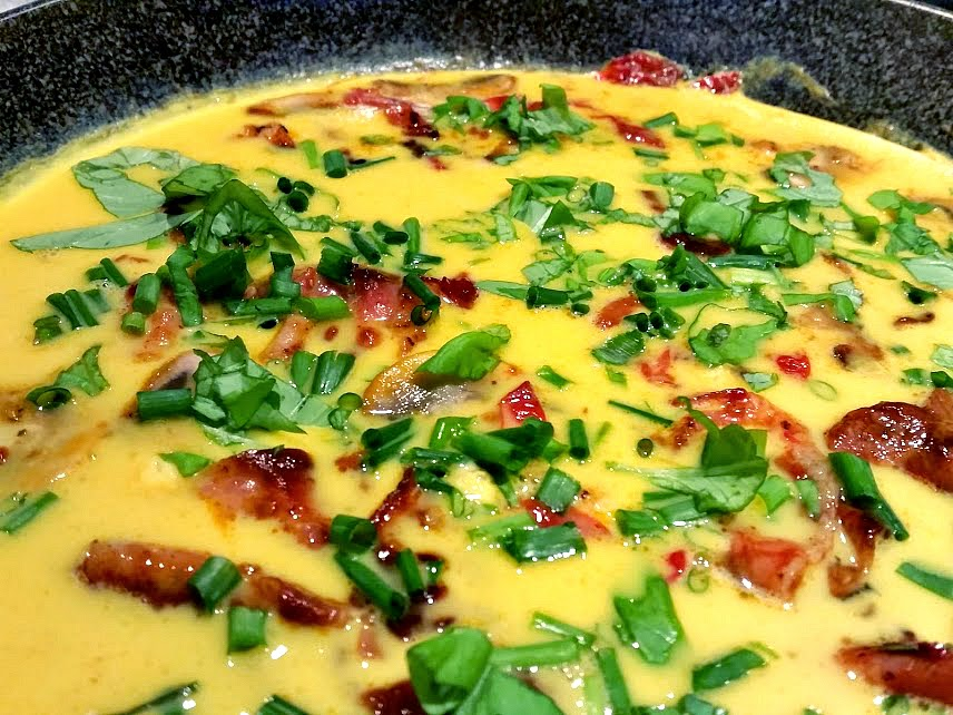 Healthy breakfast recipes: herb omelet by Welcome to Mommyhood #paleo, #healthybreakfastrecipes