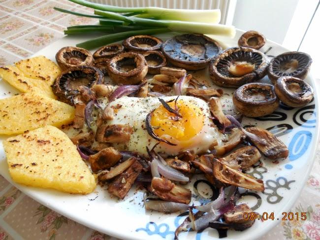ciuperci, oua, ceapa si mamaliga