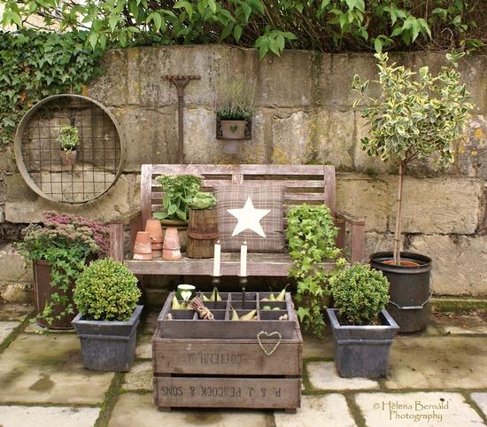 Cassetta di legno perfetta per il tavolino shabby in giardino