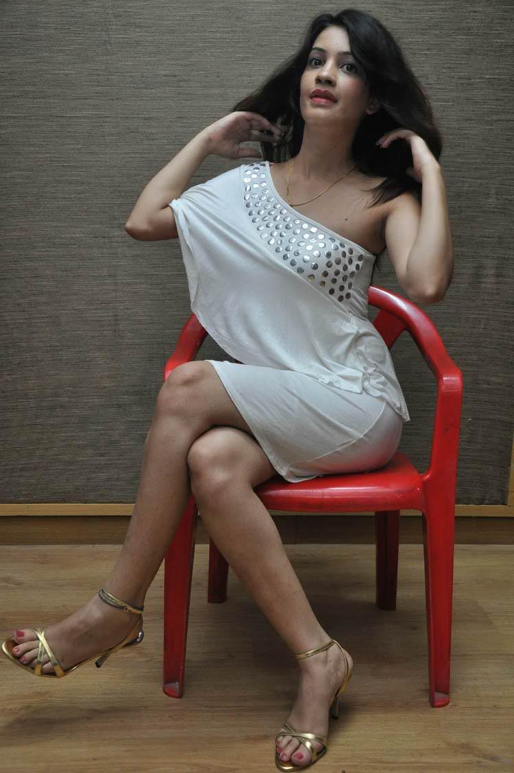 telugu cinema: diksha panth hot pics