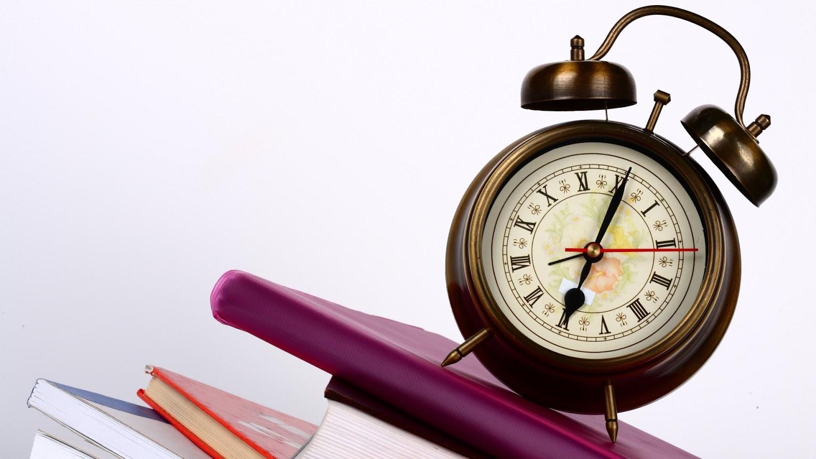 http://2.bp.blogspot.com/-3cxkDI8nIWw/UQc-PQ0TMZI/AAAAAAAAUL4/ucZdSwygagI/s1600/alarm-clock-on-book.jpg