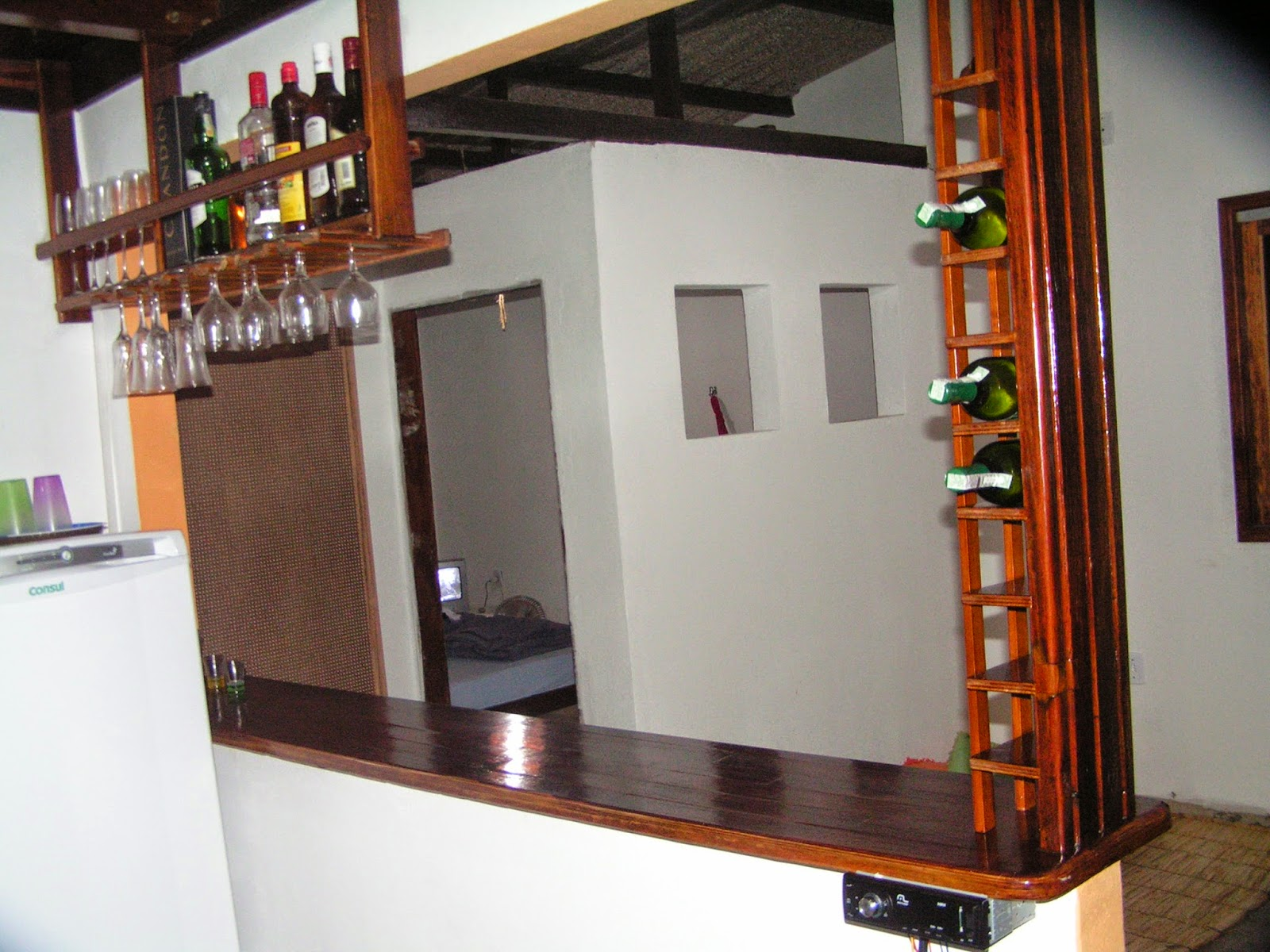 #BA4211  de demoliçã0 com capacidade de 11 litros de vinho e 12 litros de 1600x1200 px Projetos De Cozinhas Para Bar #641 imagens