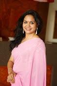 Singer Sunitha dazzling saree photos-thumbnail-2