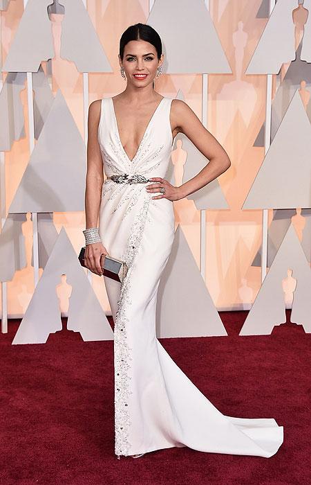 Джена Дюън Тейтъм в бяла рокля с колан и секси деколте на Оскари 2015