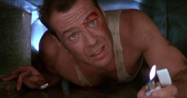 John McClane si intrufola nelle condotte dell'aria