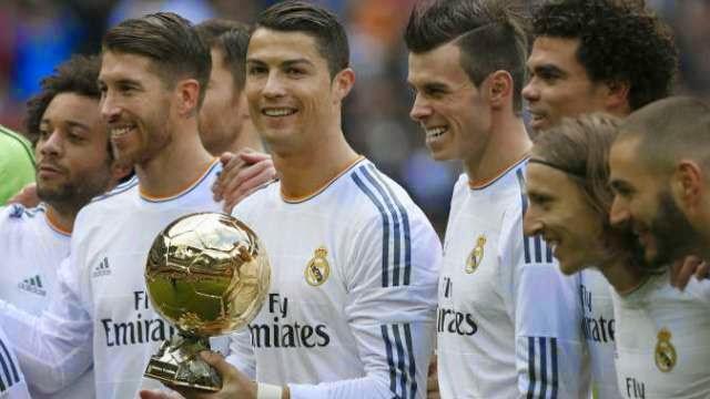 رونالدو مع الكرة الذهبية