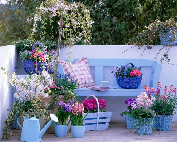 Garden ideas for small apartment patio apartment design for Apartment porch decorating ideas