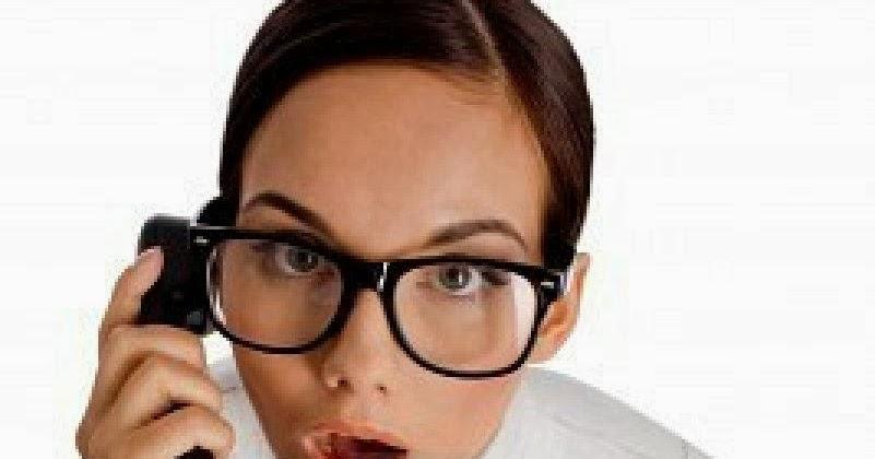 Snr con quién está hablando por teléfono 2 9