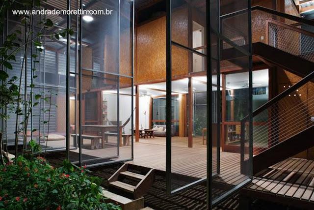 Vista interior de la casa prefabricada Tropical brasileña