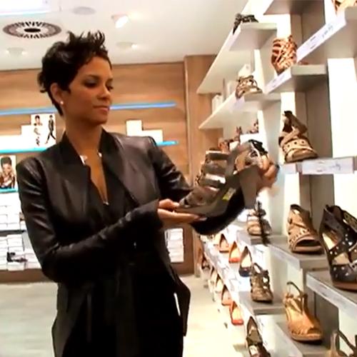 Deichmann női cipő szandál 2012 - Halle Berry berlini Deichmann cipőáruházban