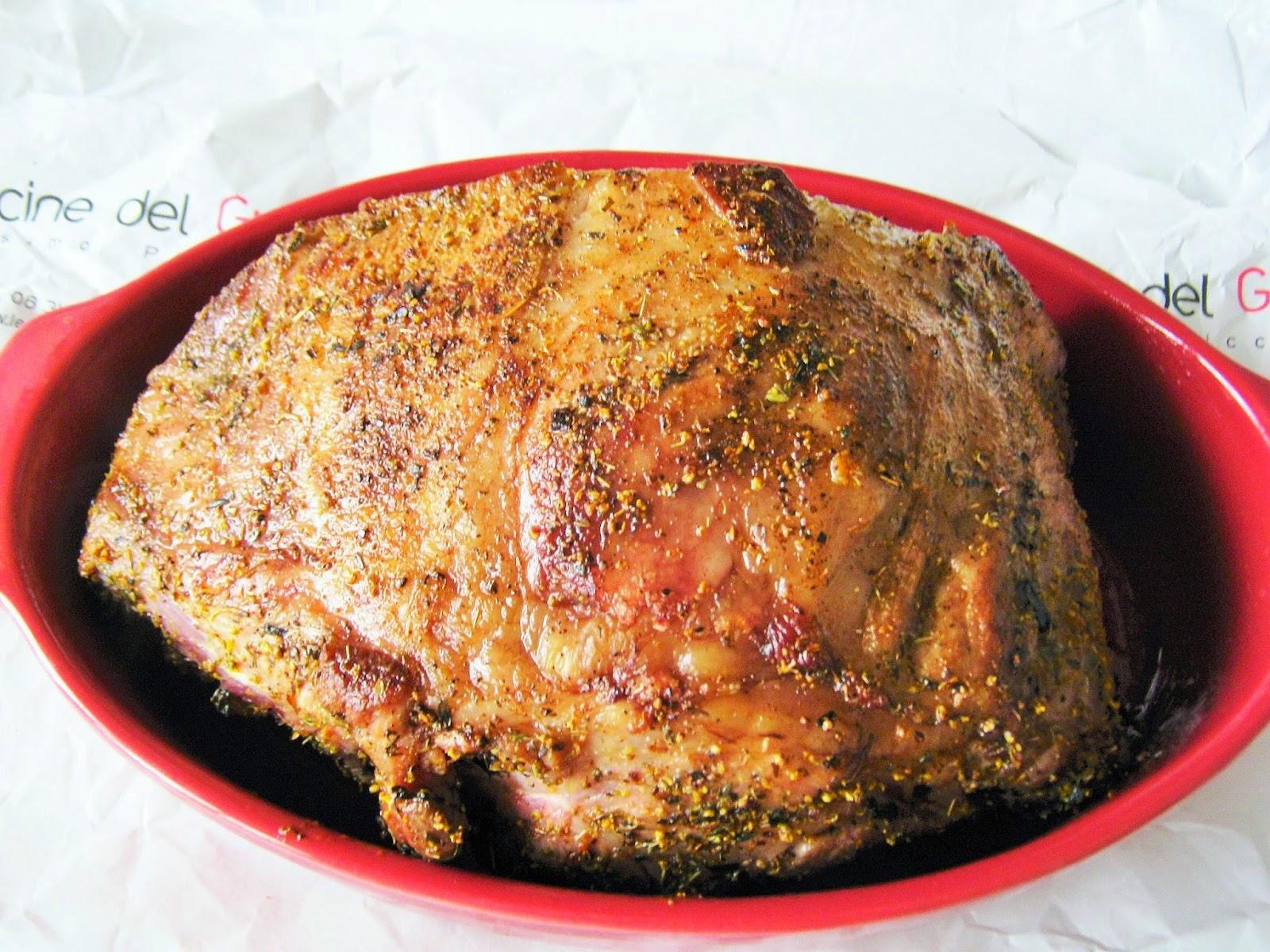 collo di maiale pronto per  essere  infornato dopo la  rosolatura