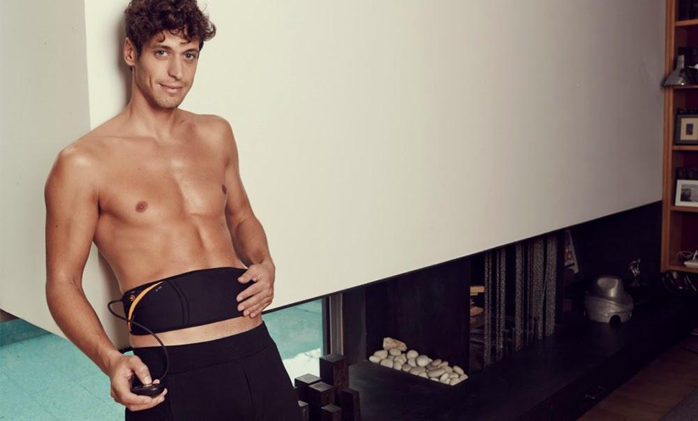 Man using slendertone abs belt