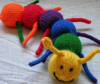 http://translate.google.es/translate?hl=es&sl=en&tl=es&u=http%3A%2F%2Fkimberlychapman.com%2Fcrafts%2Fknit-patterns-caterpillar.html%23crochetcaterpillar