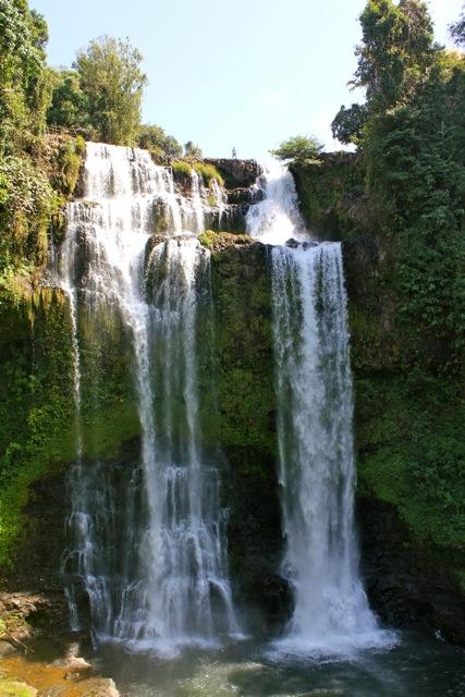Chiêm ngưỡng thác nước ở cao nguyên Bolaven