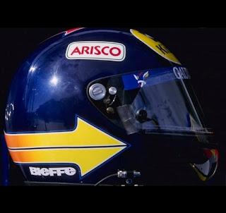 Il casco del brasiliano Pedro Diniz è ispirato a quello usato dal connazionale Carlos Pace negli anni '70