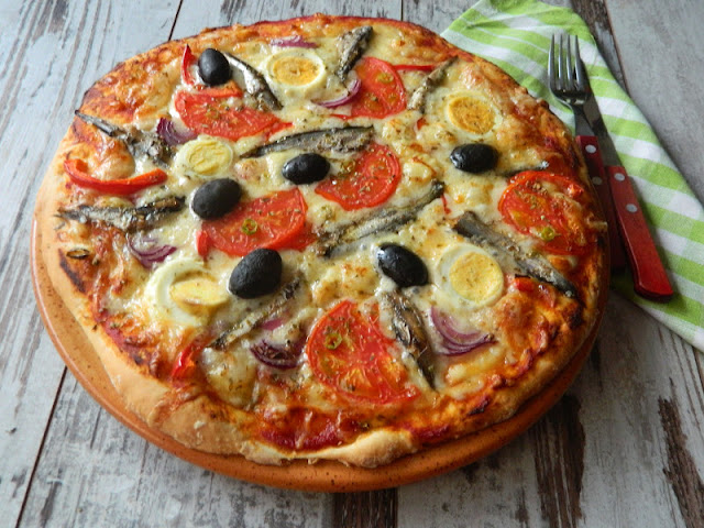 Pizza cu sprot afumat