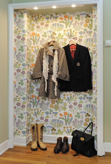 Doos interiorismo recibidores con papel pintado - Papel pintado valladolid ...
