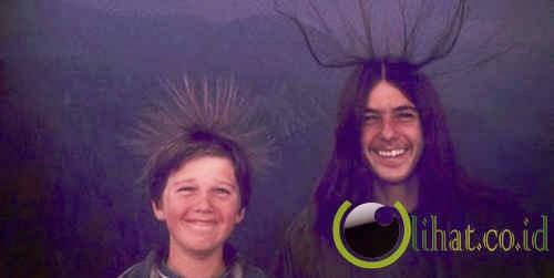 Foto senyuman dua bersaudara