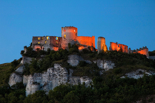 Chateau-Gaillard looms over Les Andelys and was built by Richard the Lionheart during the same time as the city's cathedral. Photo: Svimes.