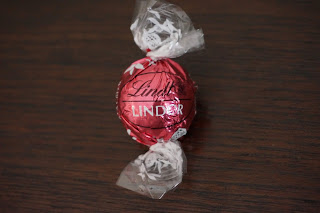 lindor lindt white chocolate strawberries and cream