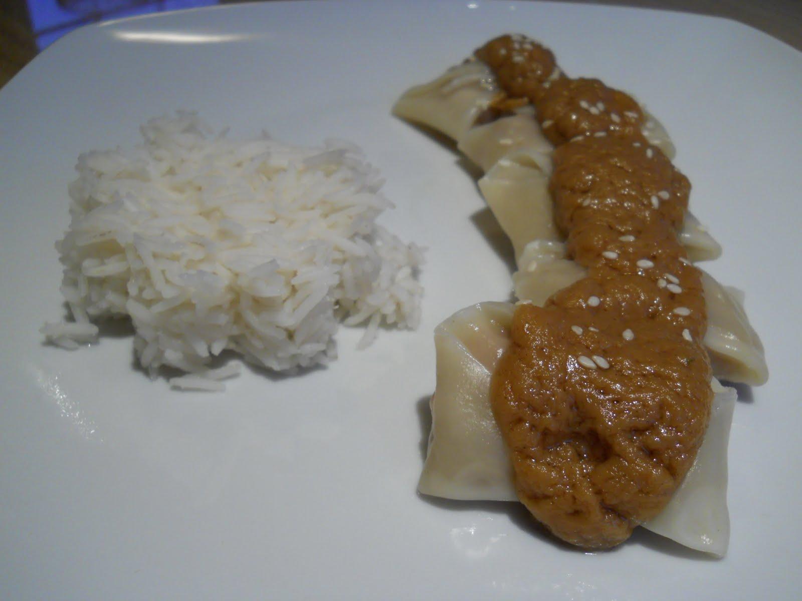 essaye la sauce Cette sauce oignon peut être servie avec du poisson braisé, du thiebou yapp ou  comme accompagnement d'autres plats africains personnellement j'adore la.