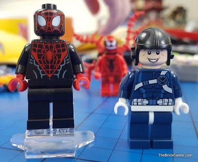 LEGO Marvel Super Heroes SHIELD Agent and Spiderman minifigure with tentacles  Set 76036