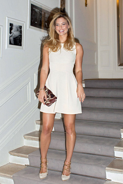 Zapatos para vestido blanco con dorado