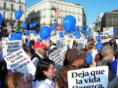 Manifestacion en favor vida, Madrid, aborto, vuelta al mundo, round the world, La vuelta al mundo de Asun y Ricardo, mundoporlibre.com