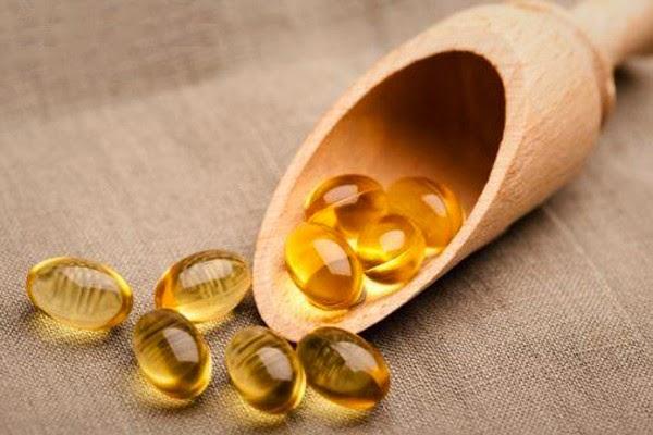 Làm mờ sẹo thâm bằng cách bôi Vitamin E