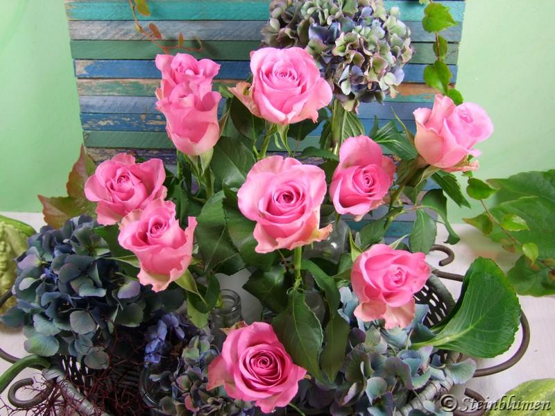 Tischdeko Rosen und Hortensien