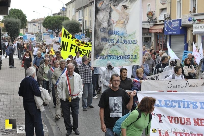 parmi les élus le maire de villeneuve de berg manifeste à montélimar le 19 octobre 2013 photo blachier pascal