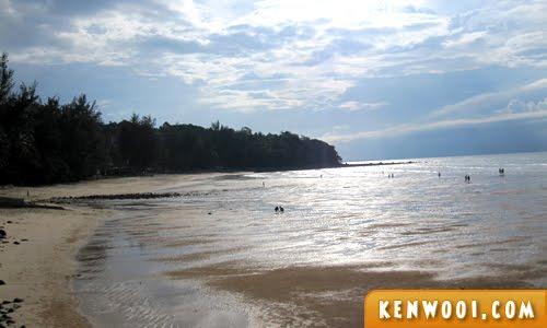 kuching damai beach 2