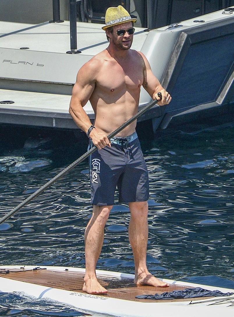 Thor Chris Hemsworth Tira Frias E Mostra O Corpo Hot