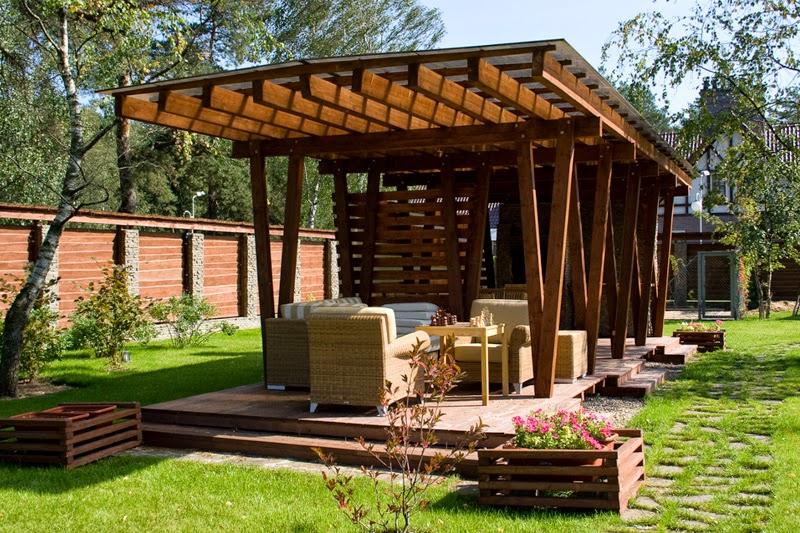Летний домик из дерева