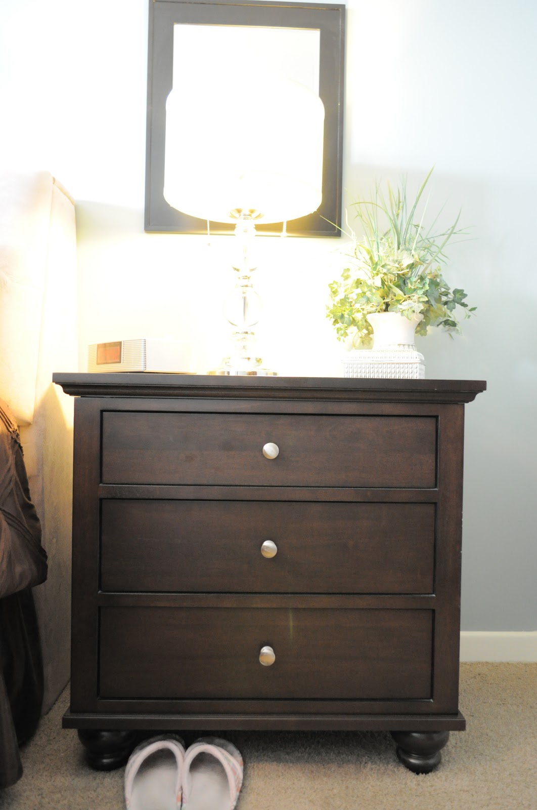 how i organize my bedroom: the nightstands | organizing made fun