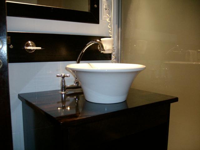 Bachas Para Baño Con Griferia:Silvana Butto & asociados: Reciclado de Baños en un Apart Hotel