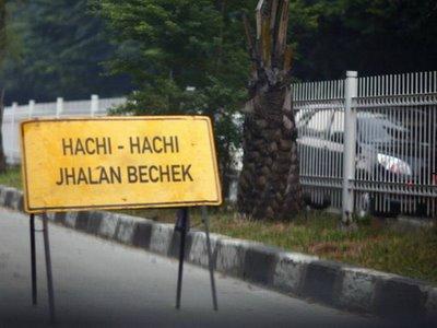 Lokasi Jalan Raya yang Berbahaya, Rambu-rambu lucu dan unik - MizTia Respect