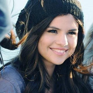 Selena Gomez 2013 sweet smile