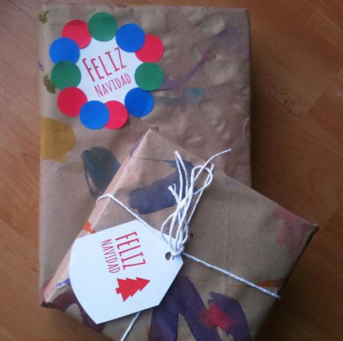 Dibujos para colorear papel de regalo casero for Regalos navidenos caseros