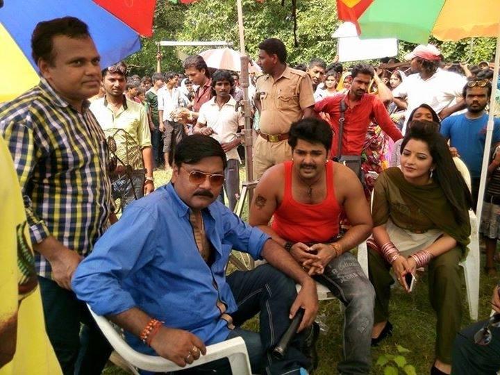Monalisa and Pawan Singh Shooting stills of Bhojpuri Movie Sarkar Raj